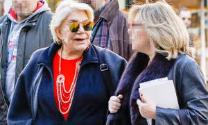 Μαρινέλλα: Σπάνια δημόσια εμφάνιση στο κέντρο της Αθήνας (photos)