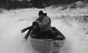 Αυτή είναι η πιο τρελή βαρκάδα! Δείτε που κάνουν… κουπί! (video)
