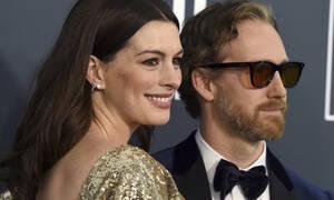 10 πασίγνωστοι celebrities που παντρεύτηκαν τους fans τους