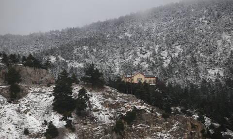 Καιρός: Δευτέρα με κρύο και βροχές - Πού και πότε θα χιονίσει (pics)