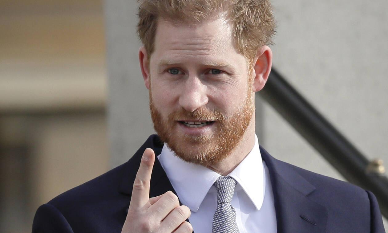 Απαρηγόρητος o πρίγκιπας Harry στην ομιλία του: H Diana, o Archie και η αλήθεια για τους τίτλους