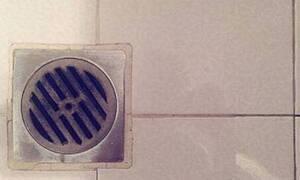 Αυτό είναι το απόλυτο κόλπο για καθαρό και... όχι βουλωμένο σιφόνι (video)