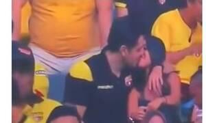 Τον έκανε «τσακωτό» η κάμερα στο γήπεδο να φιλάει την ερωμένη του - Η αντίδρασή του έγινε viral