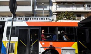 Θεσσαλονίκη: Έδειρε οδηγό και επιβάτη του λεωφορείου επειδή δεν χωρούσε να μπει (video)