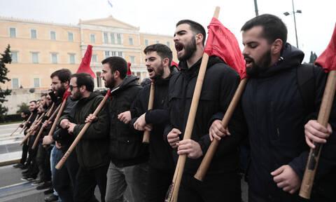 Πορεία εκπαιδευτικών στο κέντρο της Αθήνας: «Όχι στην εξίσωση τίτλων κολεγίων με πανεπιστημίων»