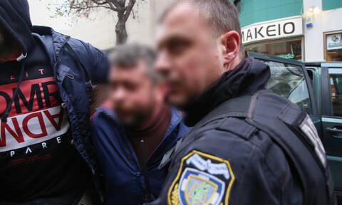 Έγκλημα Μοίρες: Προφυλακιστέος ο 51χρονος - Συγγενείς του νεκρού τον κυνήγησαν έξω από τα δικαστήρια