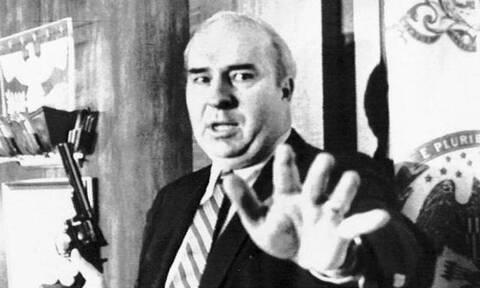 Σαν σήμερα το 1987 ο πολιτικός Μπαντ Ντουάιερ αυτοκτονεί μπροστά στις κάμερες