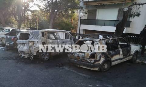 Νύχτα κόλασης στην Αττική: Φωτιά σε 20 οχήματα - Τα 12 στο Μαρούσι (pics&vid)