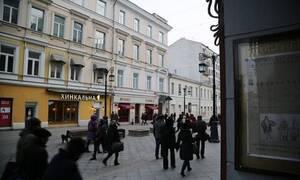 Опрос: почти треть россиян хотят получать зарплату и при этом не работать