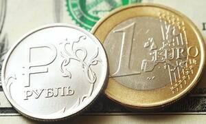Рубль укрепился к доллару и евро благодаря позитивной динамике валют ЕМ