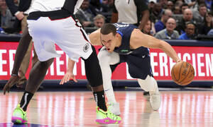 NBA: Σοκαριστικός τραυματισμός του Ντουάιτ Πάουελ (video)