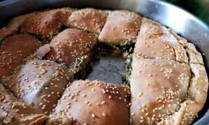 Συνταγή για να φτιάξετε τραγανή σπανακόπιτα με σπιτικό φύλλο