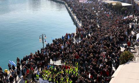 Μεταναστευτικό: «Δώστε πίσω τα νησιά μας» - Κραυγή απόγνωσης των κατοίκων Σάμου, Χίου, Μυτιλήνης