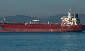 AFP: экипаж захваченного у Камеруна греческого танкера освободили