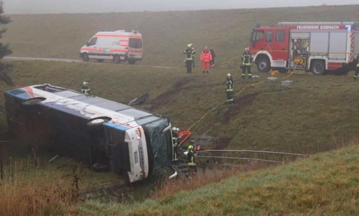 Ανείπωτη τραγωδία: Σχολικό λεωφορείο έπεσε σε πλαγιά - Νεκρά δύο παιδιά