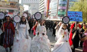 «Παντρέψου τον βιαστή σου»: Οργή για το αναχρονιστικό νομοσχέδιο