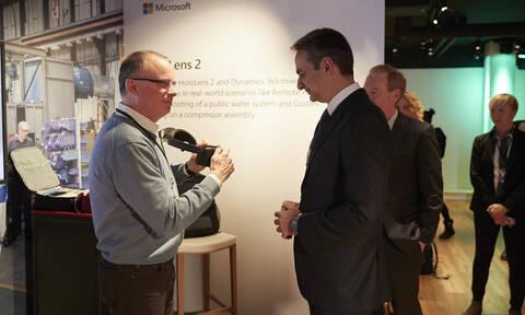 Ο Μητσοτάκης στο Νταβός: Συναντήθηκε με τον πρόεδρο της Microsoft - Τι συζήτησαν