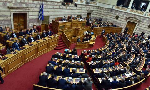 Εκλογικός νόμος: Δείτε LIVE τη συζήτηση – «Συγκρούσεις» και σενάρια πρόωρων εκλογών στην Ολομέλεια