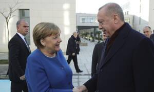 Ερντογάν σε Μέρκελ: Κίνδυνος να επεκταθεί το χάος στη Λιβύη σε ολόκληρη τη Μεσόγειο