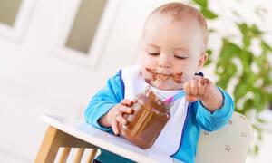 Σκέτη απόλαυση! Δείτε πώς αντιδρά μωράκι που δοκιμάζει για πρώτη φορά σοκολάτα (vid)