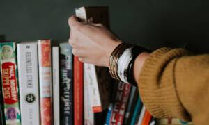 Hack Alert: Βράχηκαν τα βιβλία σου; Έτσι θα τα σώσεις από βέβαιο «πνιγμό»
