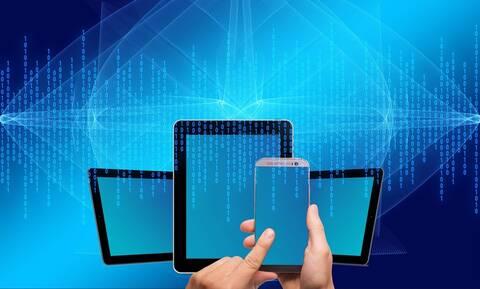 Blue light: Το φως του κινητού επιταχύνει τη γήρανση - Η απάντηση στις νέες δερμοκαλλυντικές ουσίες