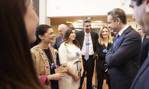 Επαφές Μητσοτάκη στο Νταβός: «Οι μεγάλοι επενδυτές βλέπουν την Ελλάδα διαφορετικά»