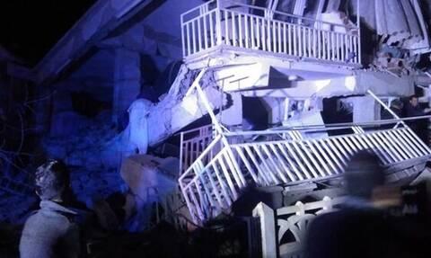 Φονικός σεισμός Τουρκία: Βρίσκουν νεκρούς στα συντρίμμια – Εφιαλτική νύχτα με ισχυρούς μετασεισμούς