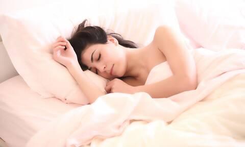 Twitter: Η εικόνα που προκάλεσε χαμό – Ποια είναι η καλύτερη στάση στον ύπνο;