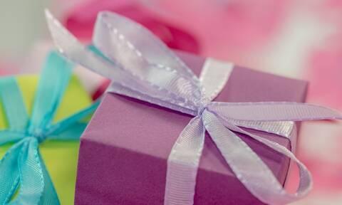 Απίστευτο: 5χρονη έδειξε το δώρο της στους γονείς της - «Πάγωσαν» όταν έμαθαν τι ήταν
