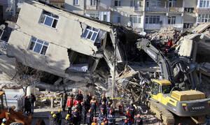 Σεισμός στην Τουρκία: Συγκλονιστικές εικόνες καταστροφής-  29 οι νεκροί, δεκάδες εγκλωβισμένοι