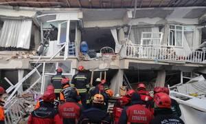 Σεισμός στην Τουρκία: Διέσωσαν έγκυο μετά από 12 ώρες στα ερείπια