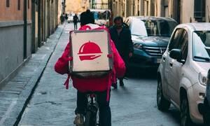Παρήγγειλαν πίτσα – «Πάγωσαν» με αυτό που έκανε ο ντελιβεράς (pics)