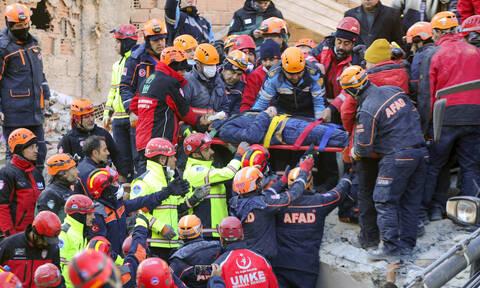 Σεισμός: Θρήνος στα συντρίμμια - 31 νεκροί από τα φονικά Ρίχτερ – Μετρά τις πληγές της η Τουρκία