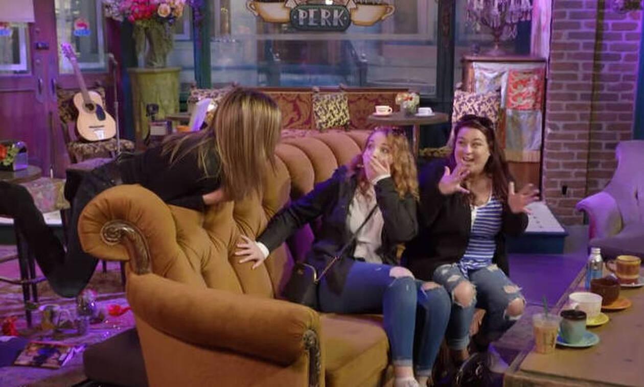 «Τα Φιλαράκια»: Η Τζένιφερ Άνιστον ξανά στο Central Perk - Η απίστευτη φάρσα της σε θαυμαστές