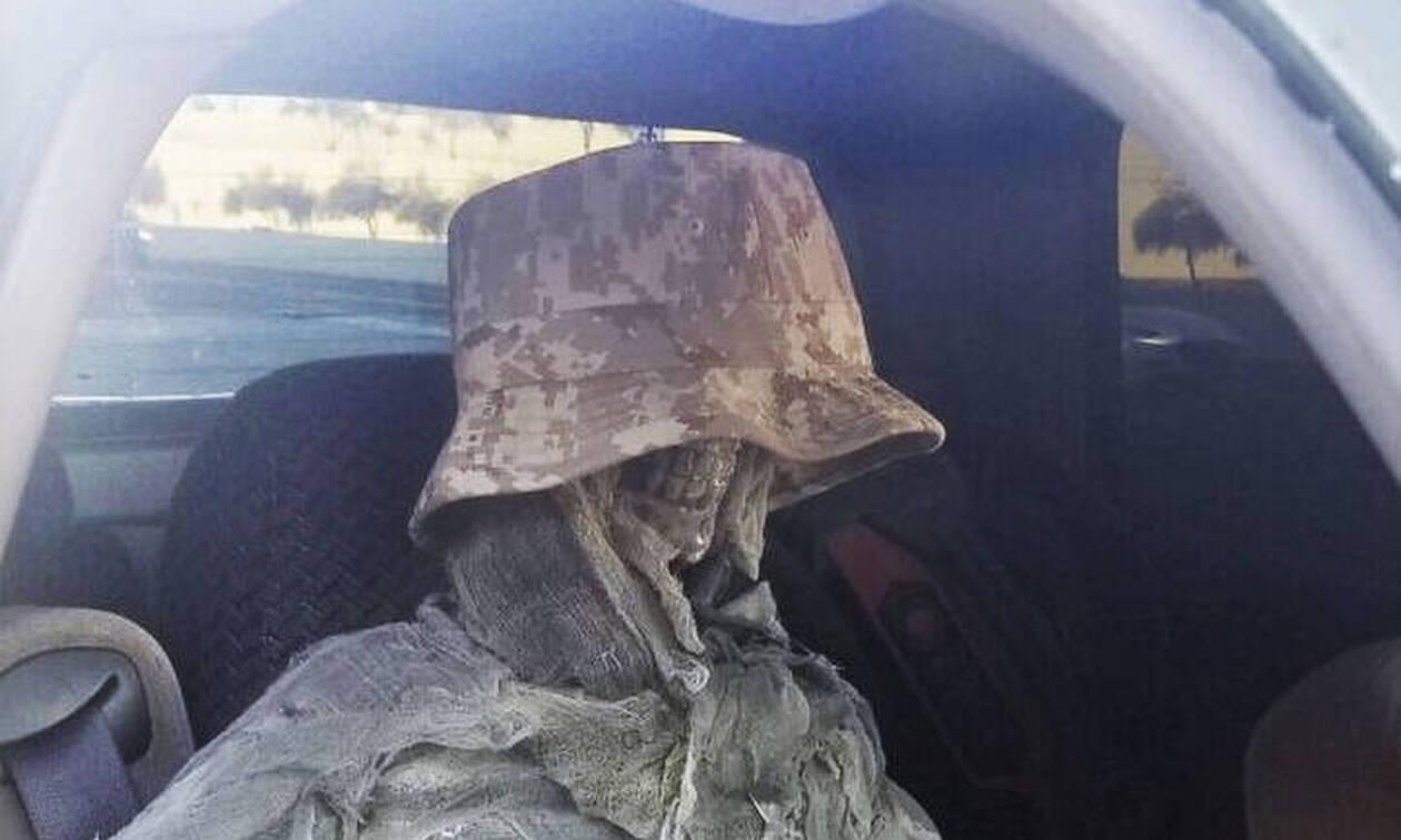 Τι κάνει ένας μεταμφιεσμένος σκελετός σε δρόμο των ΗΠΑ; Το αλλόκοτο κόλπο οδηγού