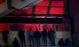 ΑΕΚ-Ολυμπιακός: Επεισόδια έξω από το ΟΑΚΑ - Έκαψαν περιπολικό