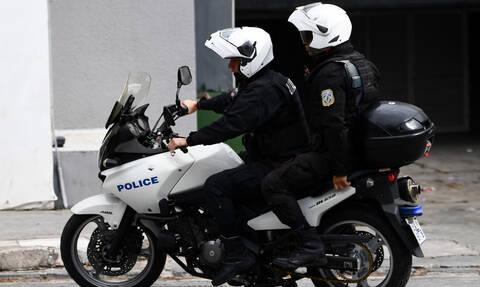 Σάλος με τον αστυνομικό της ΔΙΑΣ που χτύπησε ανήλικο στο Μενίδι: Τι δήλωσαν Χρυσοχοΐδης-Καραμαλάκης