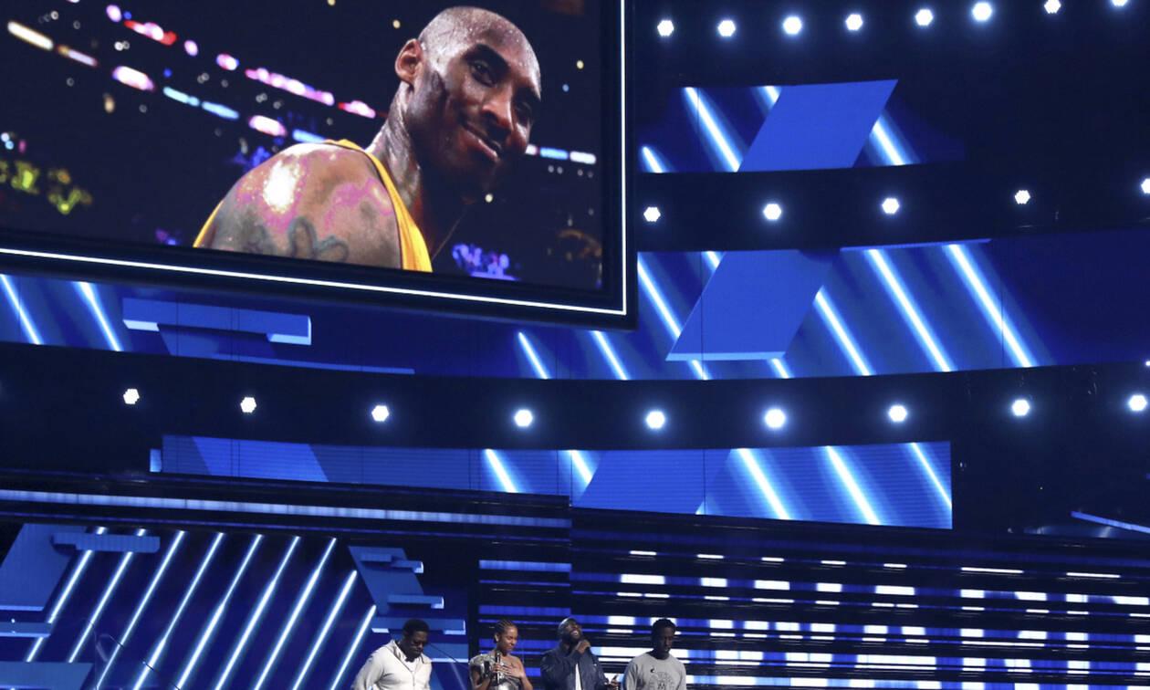 Βραβεία Grammy 2020: Η συγκινητική αφιέρωση στον Kobe Bryant και η νικήτρια της βραδιάς