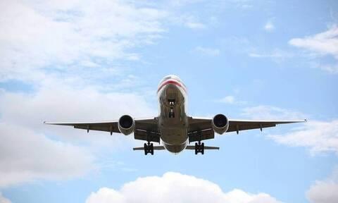 Πτήση-εφιάλτης: Δραματικές προσπάθειες του πιλότου να σώσει αεροπλάνο με 85 επιβάτες (vid)