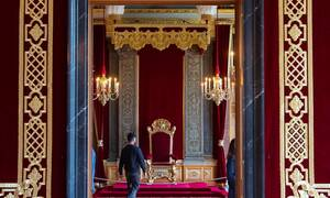 Σκάνδαλο: Τέως βασιλιάς αναγνώρισε κόρη εκτός γάμου (pics)