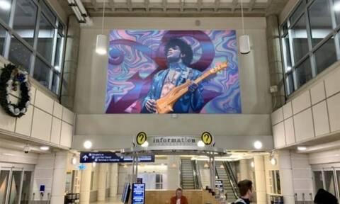 Γιγαντιαία τοιχογραφία με τον Prince, στο αεροδρόμιο της Μινεάπολης στις ΗΠΑ