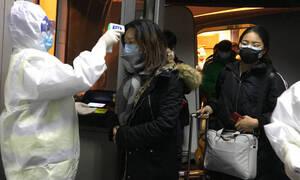 Κοροναϊός - Δραματικές προβλέψεις: Θα διαρκέσει μήνες - Ένα κρούσμα μπορεί να μολύνει 4 ανθρώπους