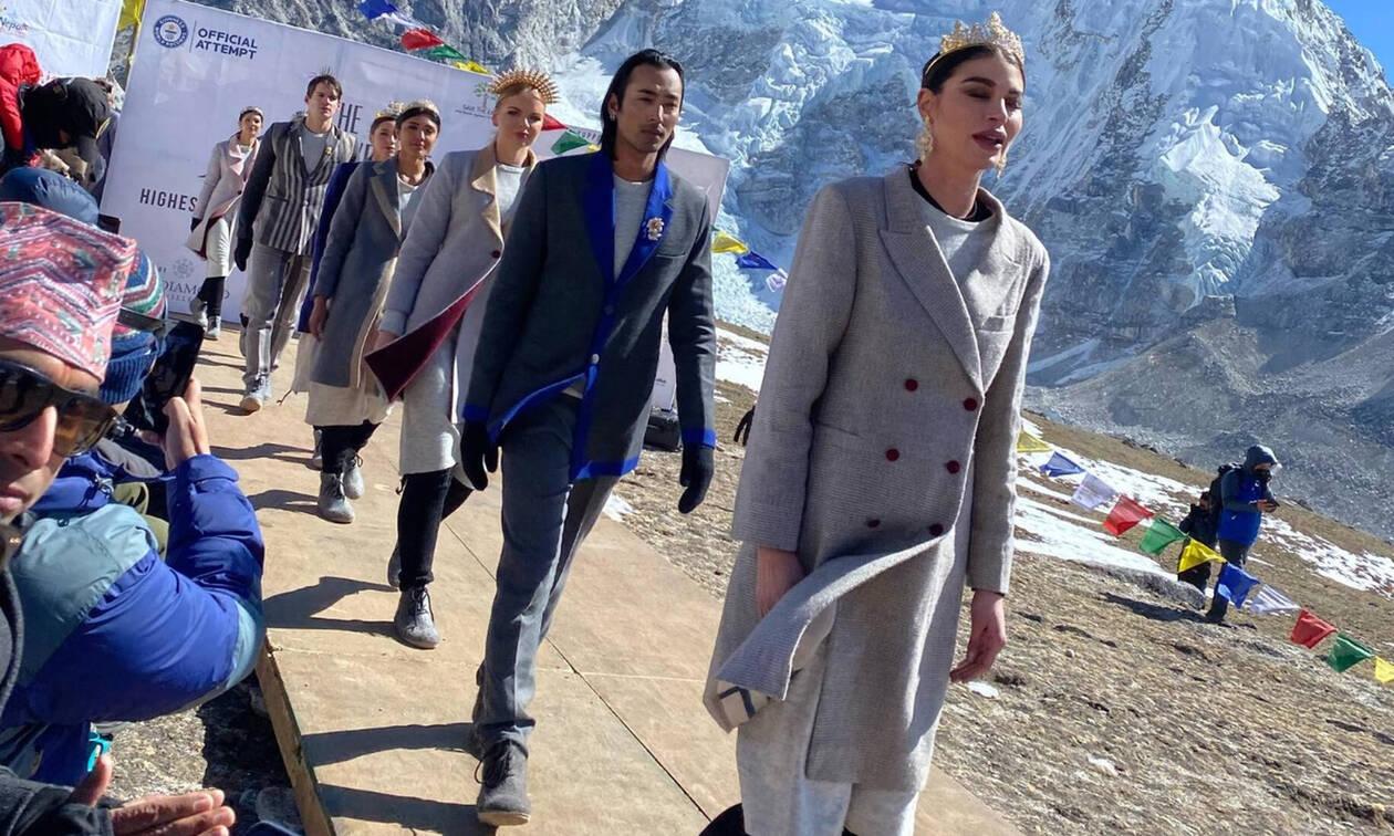 Το πρώτο fashion show που παρουσιάστηκε στο Έβερεστ και μπήκε στο Ρεκόρ Γκίνες