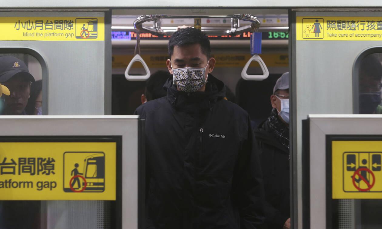 Κοροναϊός: Συναγερμός στην Ευρώπη από τα 4 κρούσματα – Εξαντλούνται οι μάσκες – Έτοιμη η Ελλάδα
