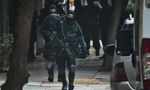 Συνελήφθη ο «τοξοβόλος του Συντάγματος» - Βαρύς οπλισμός βρέθηκε στην κατοχή του