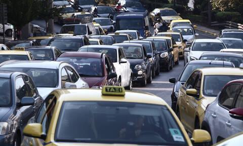 Κίνηση ΤΩΡΑ: «Κόλαση» στην Περιφερειακή Καρέα λόγω τροχαίου – Ποιους δρόμους να αποφύγετε