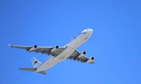 Κοροναϊός: H φωτογραφία από καμπίνα αεροπλάνου που έγινε viral