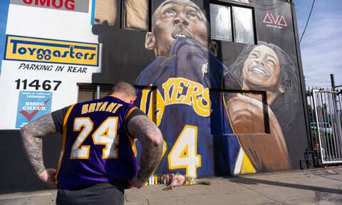 Street Artists κάνουν graffiti τον Κόμπι Μπράιαντ
