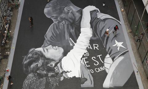 Κόμπε Μπράιαντ: Από το Λος Άντζελες ως τη Μανίλα καλλιτέχνες του δρόμου τιμούν τον Black Mamba